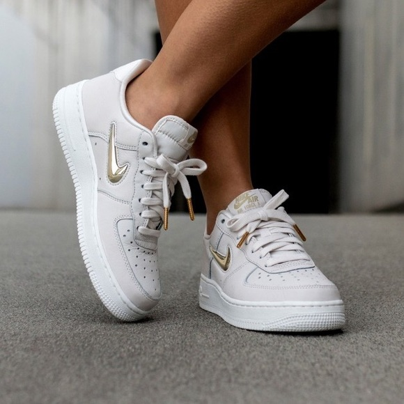 basket nike wmns air force 1 07 prm qs blanc